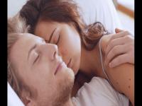 """科学研究:女性""""大脑复杂""""比男性更需要睡眠"""